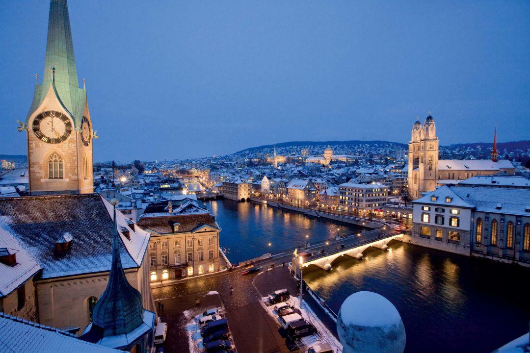Schneebedecke Altstadt von Zürich